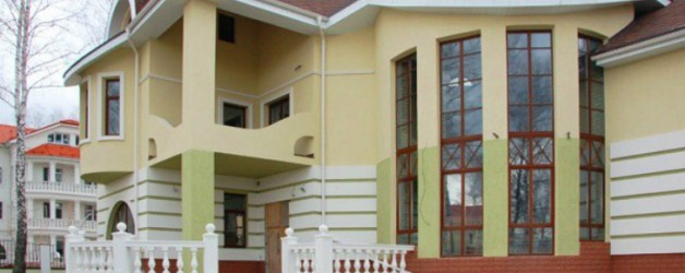 Интересное и недорогое решение для фасада старого дома