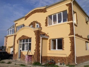 Продуманный декор фасада с помощью фасадной лепнины  и декоративная отделка фасадов