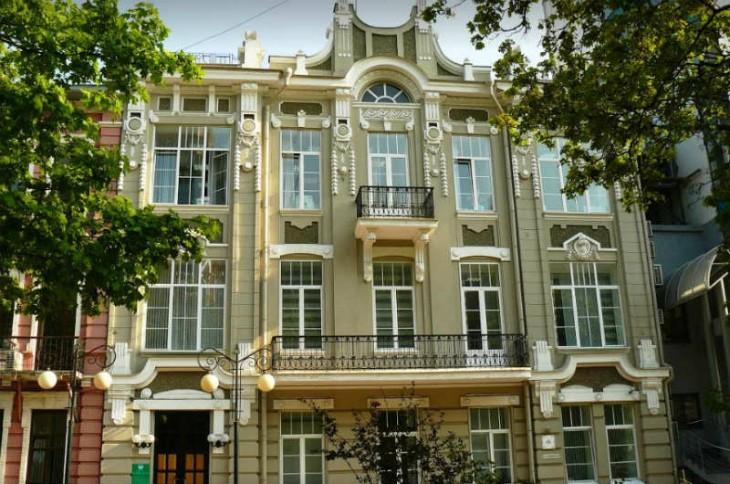 Декор фасадов современной лепниной из пенопласта