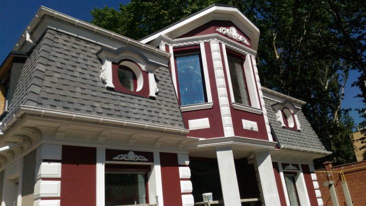 Декоративные элементы фасада здания: Гипс или пенопласт?