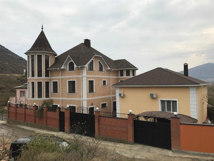 Архитектурные элементы фасада дома