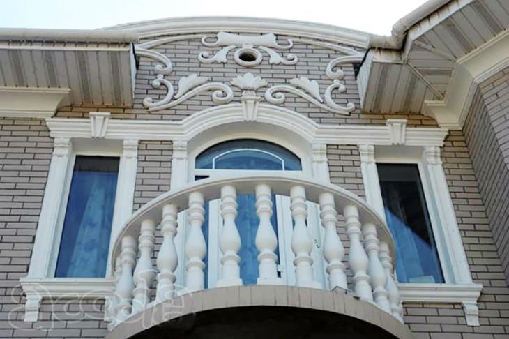 Дизайн фасада дома в Симферополе: Декоративные элементы из пенополистирола