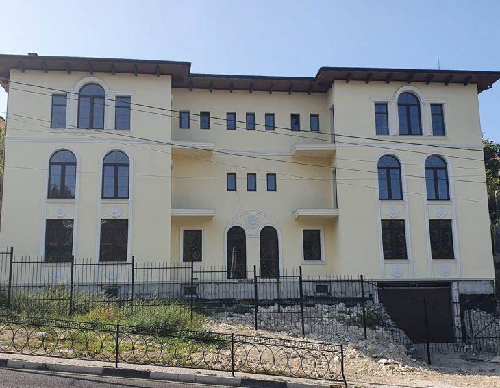 Завершен монтаж декора ТМ «Архитек» на фасаде дома в Севастополе!