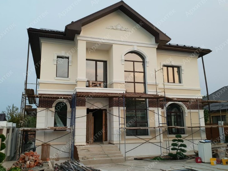 Завершен монтаж декора на фасаде дома в Ставрополе