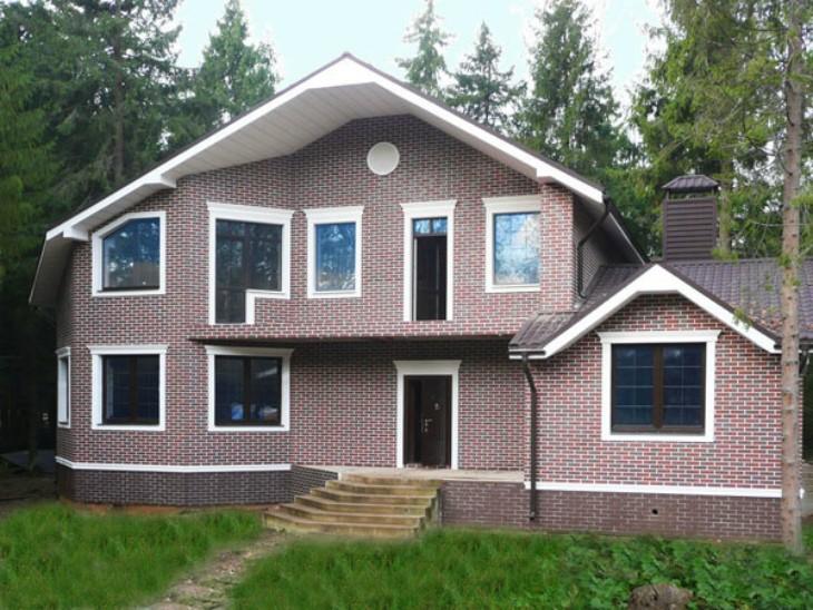 Стильное и практичное решение для фасада дома — лепнина из пенопласта