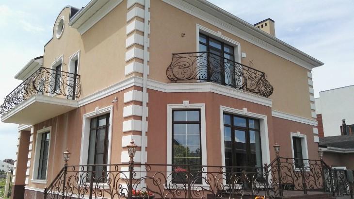Фасадный декор в Краснодаре: Пенопластовая лепнина – монтаж