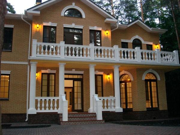 Обрамление фасада дома можно сделать стильно и недорого!