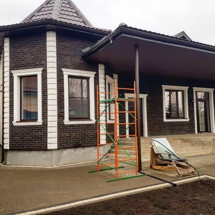 элементы фасадного декора в малоэтажном частном домостроении