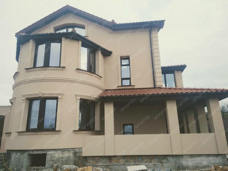 Фасадный декор на новом доме в Севастополе