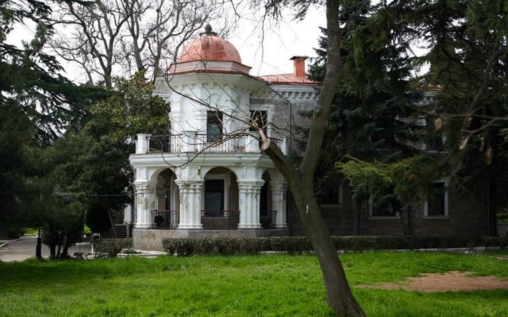 Дом купца Стахеева в Алуште - колонны и полуколонны