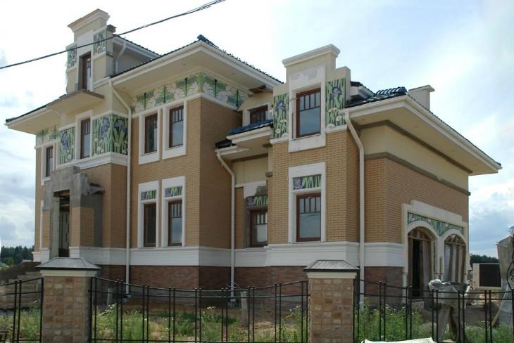 Современные декоративные фасады: Особый шарм и настроение фасада с легкой пенопластовой лепниной.