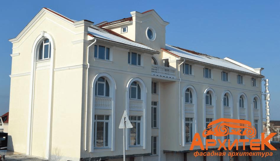 Оформление фасадов пенопластовым декором: Современная лепнина и новые тенденции в дизайне фасадов