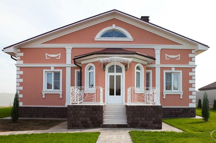 Проектирование фасада: отделка лепным декором из пенополистирола от компании Архитек